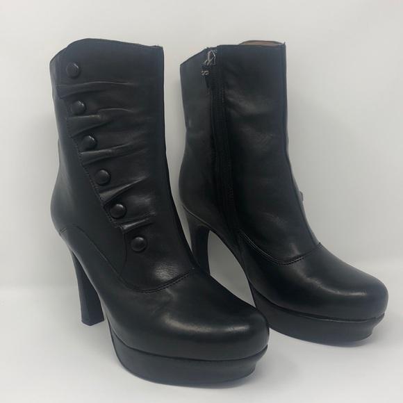 e55ddc783015 Earthies Shoes - VGUC Earthies Ferrera Black leather boots 9B